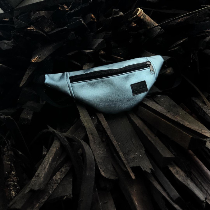 Изображение Бананка матовая голубая Metallic Radio Cat