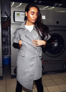 Изображение Ассиметричное пальто с коротким рукавом