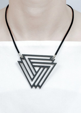 Изображение Подвеска черная треугольники NEBULA7
