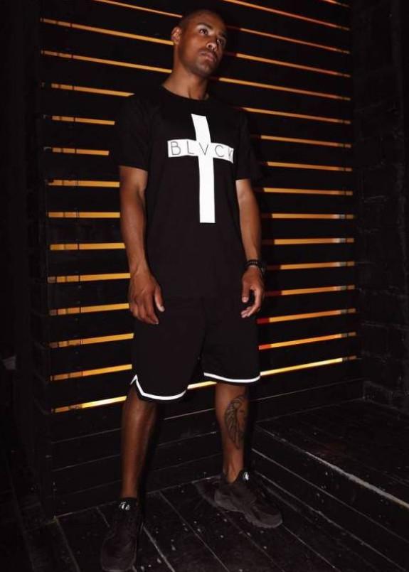 Изображение Футболка мужская с принтом Крест черная