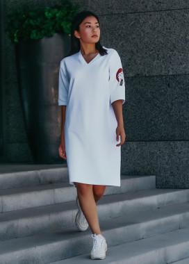 Изображение Платье-футболка женское белое с принтом