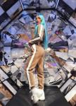 Изображение Бежевый костюм с лампасами