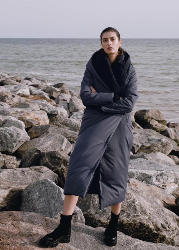 Изображение Женский черно-серый двусторонний пуховик