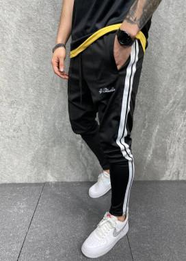 Изображение Джоггеры черные с полосками по бокам MFStore