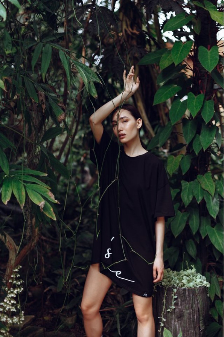 6a919cd024bf Платье-футболка MIDI OVERSIZE принт SHE Shadow - черное She Black Limit