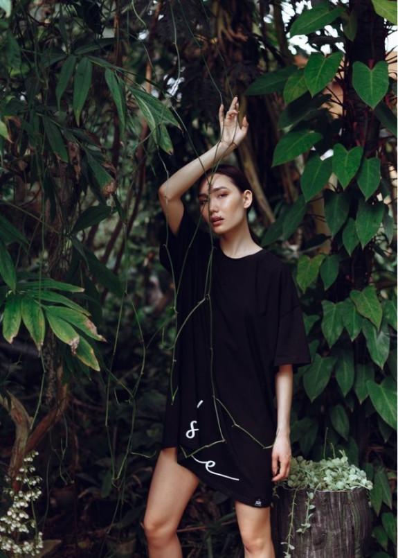 Изображение Платье-футболка MIDI OVERSIZE принт SHE Shadow - черное She Black Limit