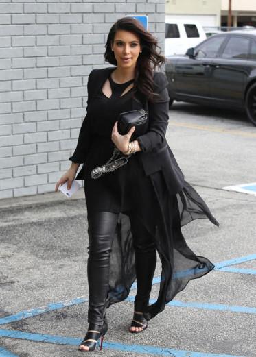 Изображение Ким Кардашьян и как мир моды пал к ее ногам
