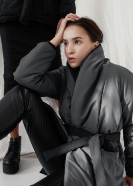 Изображение Женская черно-серая двусторонняя куртка