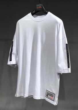 Изображение Футболка белая с черными вставками на рукавах MFStore