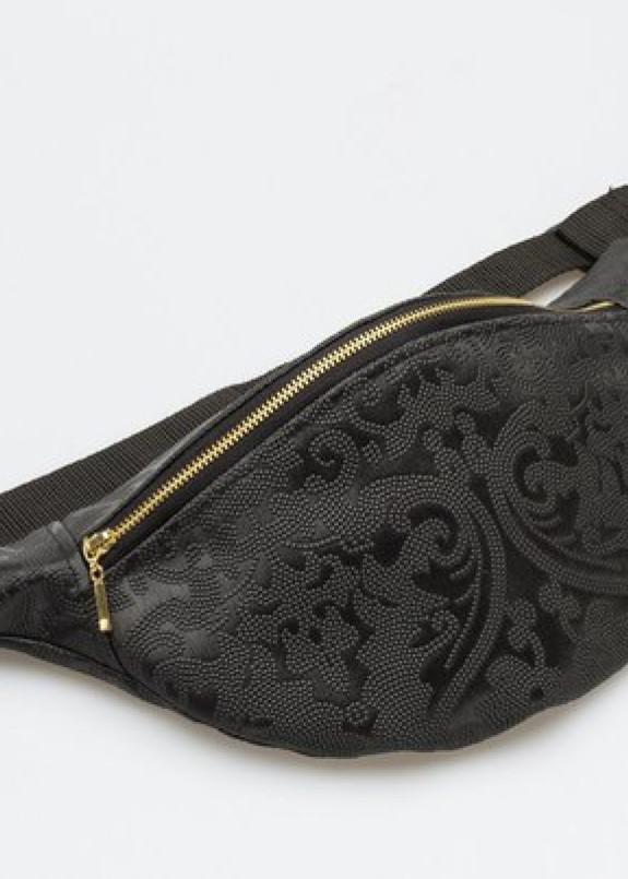 Изображение Черная сумка на пояс с узором
