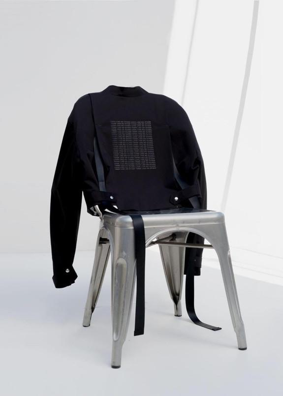 Изображение Куртка-бомбер женская с принтом на спине