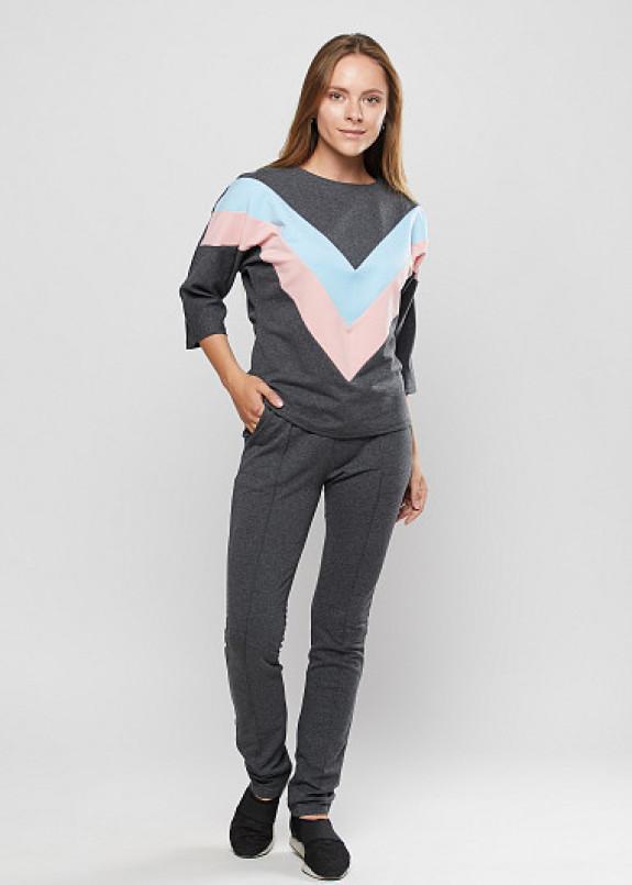 Изображение Трикотажный костюм с V-образной вставкой
